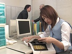 Rino Mizusawa adores a blowjob give her aide take her office