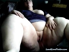 Young SSBBW pinpointing her pussy