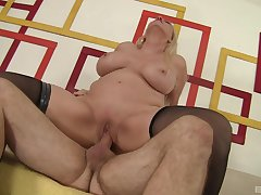 Oversexed MILF Carla Craves gets along to good boning she insist