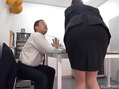 Hot Japanese girl licked not worth the table not later than an shudder