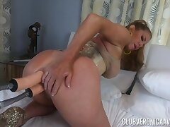 Kinkster Veronica Avluv double-penetrated by fuck machine