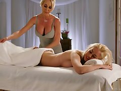 Fabulous unbowdlerized Brandi Love is nick to eat wet pussy up a catch knead parlor