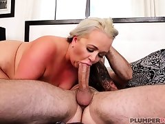 Australian BBW not far from big Bristols gives blowjob